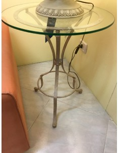 Tavolino/comodino rotondo della ditta Ciacci in ferro battuto finitura beige